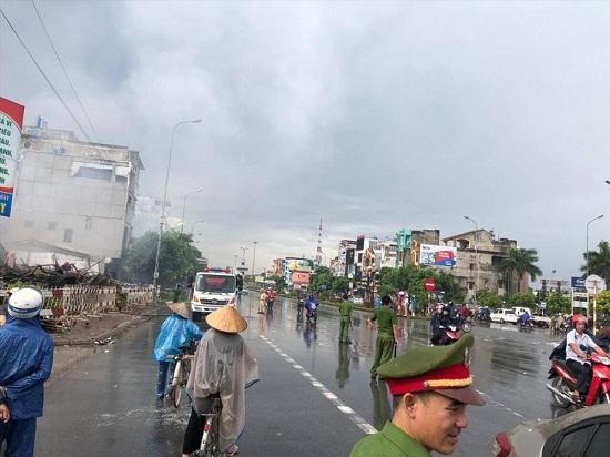 Chợ Gạo Hưng Yên lại bùng cháy dữ dội trở lại dù đã có mưa to - Ảnh 11