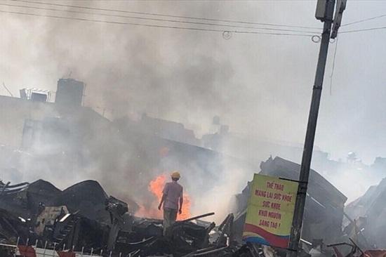 Chợ Gạo Hưng Yên lại bùng cháy dữ dội trở lại dù đã có mưa to - Ảnh 5