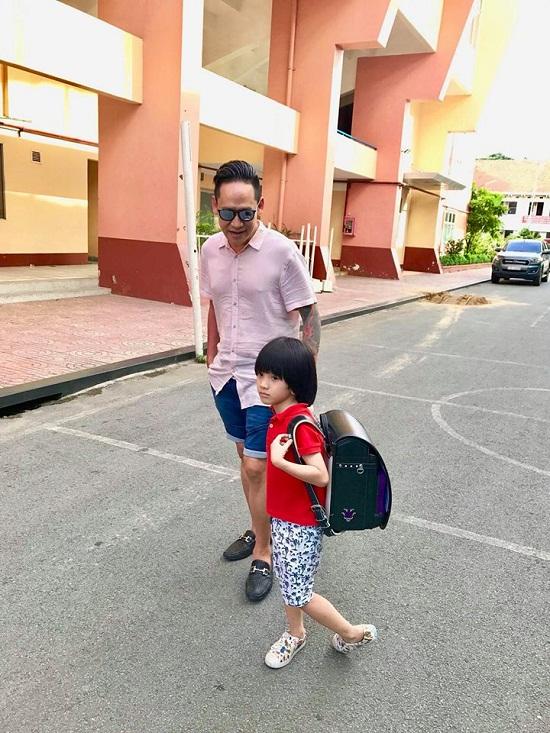 """Ca sĩ Duy Mạnh tiết lộ lý do không """"chạy"""" cho con vào trường điểm - Ảnh 1"""