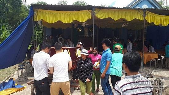 Vụ tai nạn 13 người chết ở Quảng Nam: Xót xa khăn tang dọc trắng thôn Lương Điền - Ảnh 4