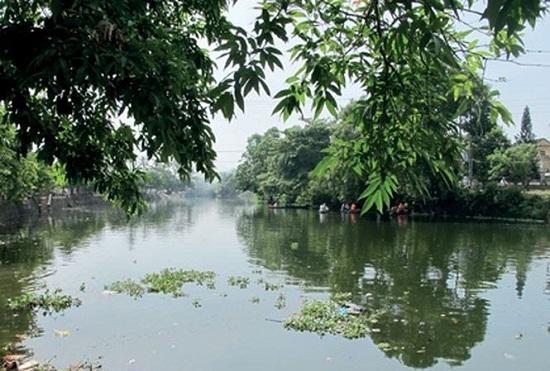 Huế: Phát hiện thi thể người đàn ông đang phân hủy trôi trên sông  - Ảnh 1