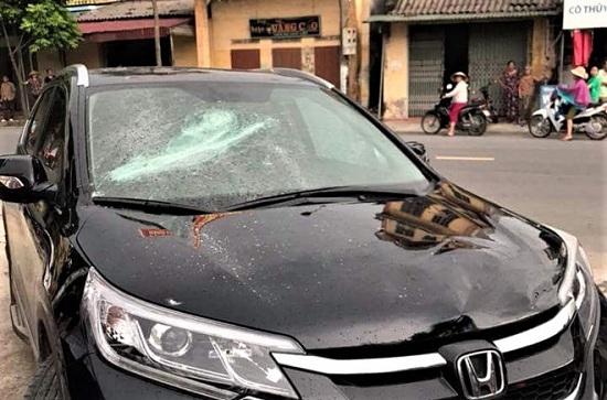 """""""Bảo vệ ngân hàng đập phá xe ô tô có hoàn cảnh rất éo le"""" - Ảnh 2"""