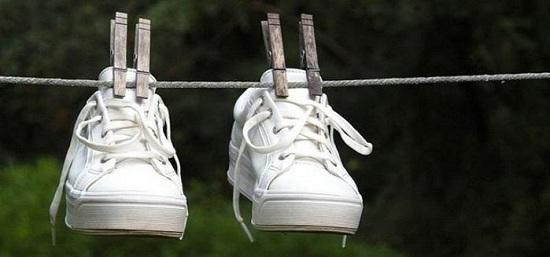10 mẹo vặt ai cũng nên biết: Khử mùi hôi giày, chữa canh mặn khẩn cấp - Ảnh 1