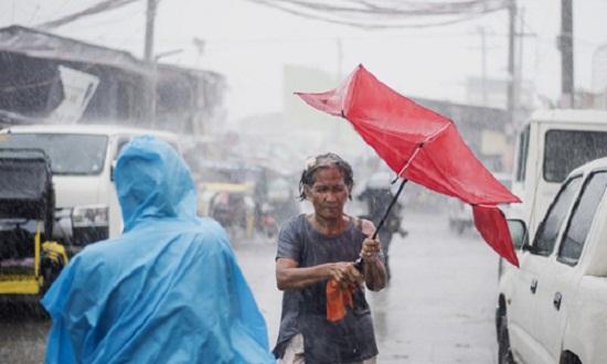Cận cảnh sức tàn phá ghê gớm của siêu bão Mangkhut tại Philippines - Ảnh 1