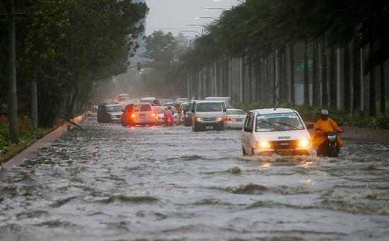 Cận cảnh sức tàn phá ghê gớm của siêu bão Mangkhut tại Philippines - Ảnh 11