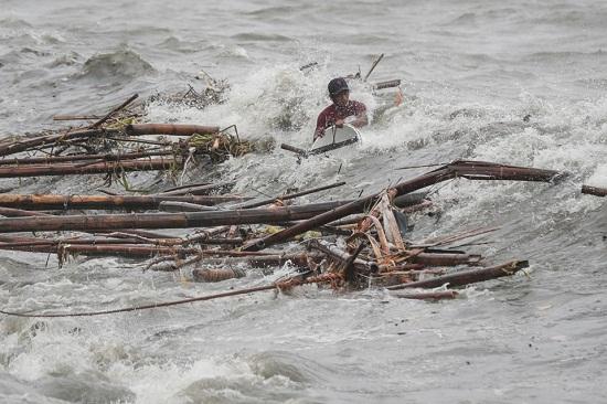 Cận cảnh sức tàn phá ghê gớm của siêu bão Mangkhut tại Philippines - Ảnh 2