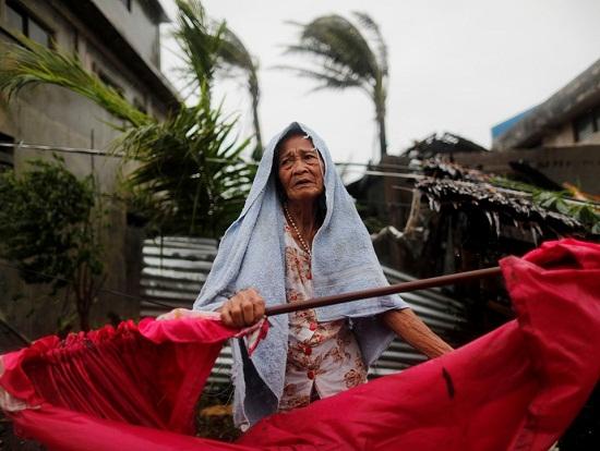 Cận cảnh sức tàn phá ghê gớm của siêu bão Mangkhut tại Philippines - Ảnh 7