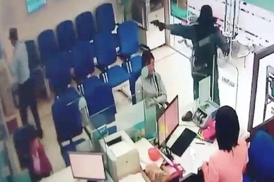 Vụ cướp ngân hàng ở Tiền Giang: Nguyên tắc ứng phó khi gặp đối tượng có vũ khí - Ảnh 1