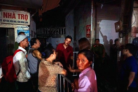 Vụ cháy ở Đê La Thành: Xót xa cảnh người dân nằm ngủ dưới nền đất lạnh  - Ảnh 1