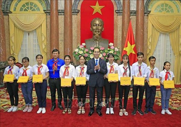 Chủ tịch nước Trần Đại Quang luôn dành tấm lòng yêu thương cho thiếu niên, nhi đồng - Ảnh 9