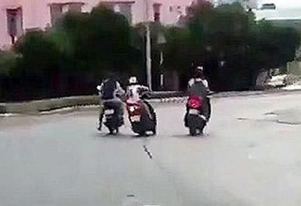 TP.HCM: Truy tìm 2 đối tượng dùng roi điện chích vào người đi đường để cướp xe máy - Ảnh 1