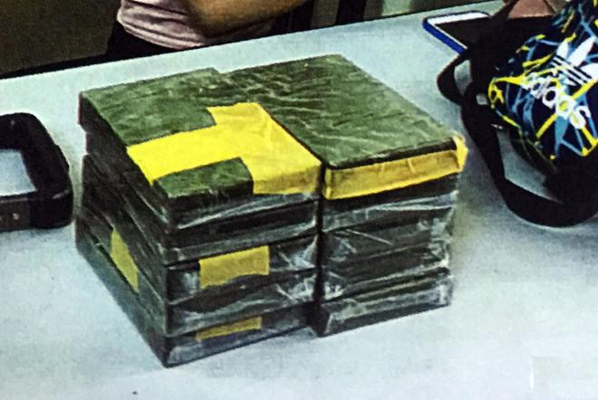 Vận chuyển 10 bánh heroin, thiếu nữ 18 tuổi cùng đồng phạm nhận án tử - Ảnh 2