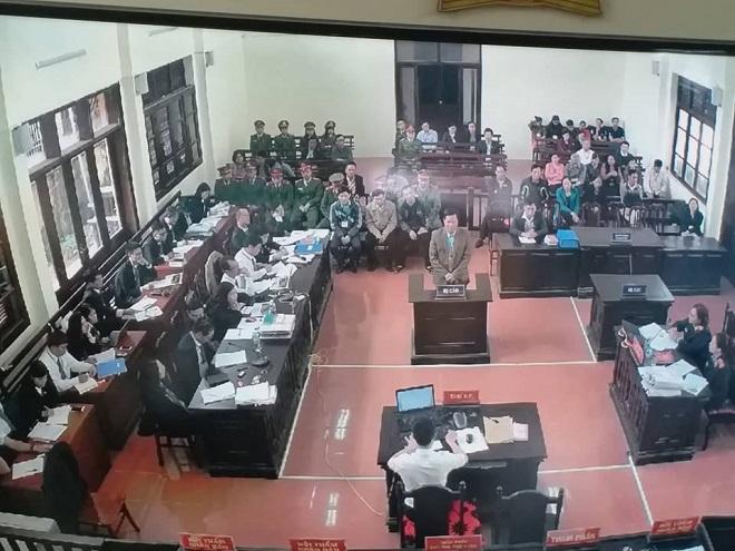 Xét xử vụ chạy thận 9 người chết ở Hòa Bình: Lời khai mâu thuẫn của nguyên giám đốc và PGĐ bệnh viện - Ảnh 2