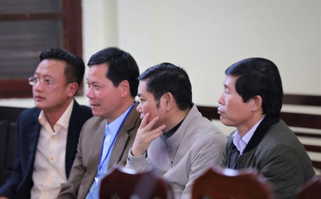 Xét xử vụ chạy thận 9 người chết ở Hòa Bình: Lời khai mâu thuẫn của nguyên giám đốc và PGĐ bệnh viện - Ảnh 3
