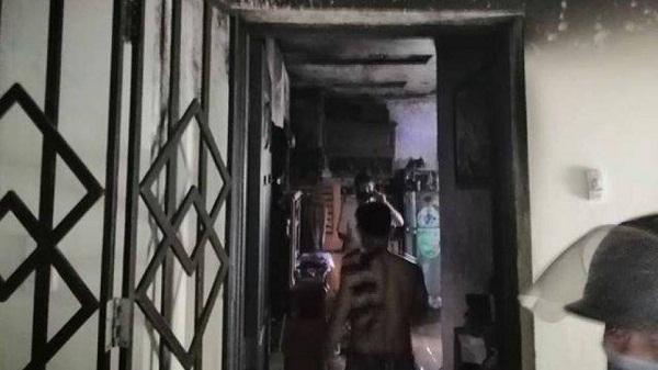 TP.HCM: Cháy dữ dội tại căn hộ chung cư, người dân hoảng loạn chạy thoát hiểm - Ảnh 1