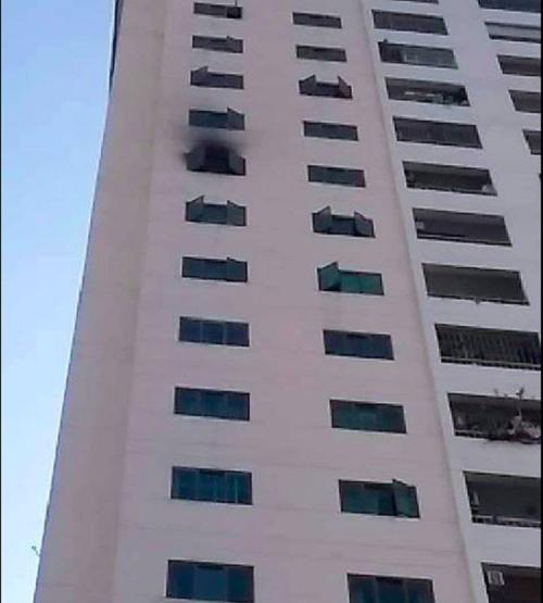 TP.HCM: Cháy dữ dội tại căn hộ chung cư, người dân hoảng loạn chạy thoát hiểm - Ảnh 2