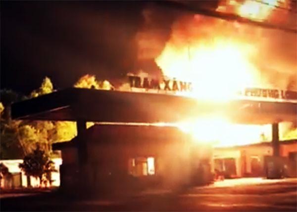 Đồng Nai: Xác định nguyên nhân trạm xăng dầu bốc cháy dữ dội trong đêm - Ảnh 1