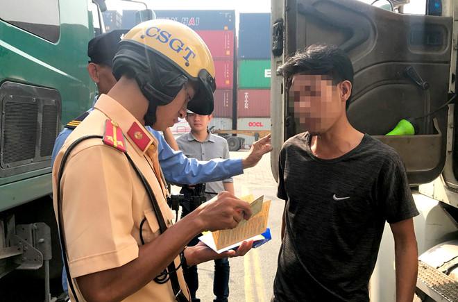 TP.HCM: Kiểm tra đột xuất cảng Cát Lái, phát hiện 2 tài xế container dương tính với ma túy - Ảnh 1