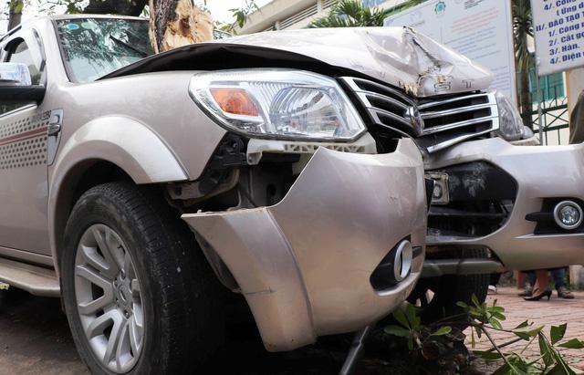 Quảng Nam: Tài xế ô tô mất lái, đâm chết bé trai 3 tuổi đứng chờ xe buýt về quê cùng mẹ - Ảnh 2