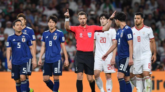 """Asian Cup 2019: """"Cú lừa"""" ngoạn mục của tiền vệ Nhật Bản và 3 bàn thua đầy cay đắng của Iran - Ảnh 2"""