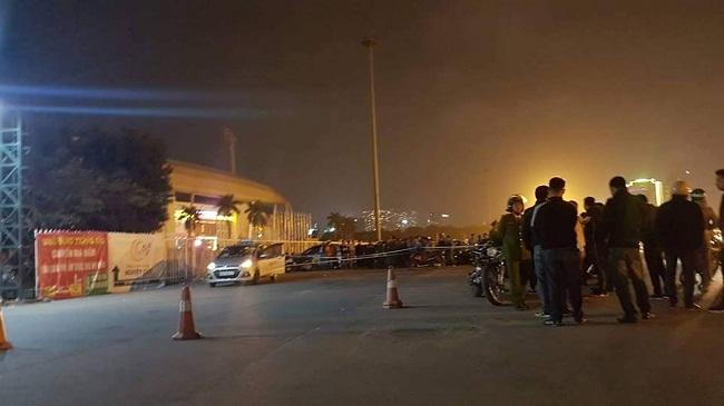 Hiện trường vụ nam tài xế taxi tử vong nghi bị cướp cứa cổ ngay trước SVĐ Mỹ Đình - Ảnh 1