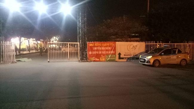 Hiện trường vụ nam tài xế taxi tử vong nghi bị cướp cứa cổ ngay trước SVĐ Mỹ Đình - Ảnh 4