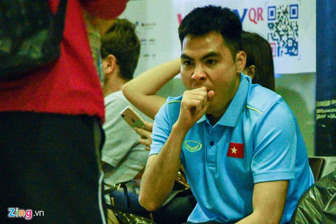 Sau chiến thắng Malaysia, các tuyển thủ Việt Nam ngái ngủ tới sân bay chuẩn bị sang Indonesia - Ảnh 3