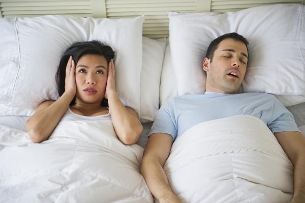 Chỉ cần làm cách này, bạn sẽ hết ngủ ngáy ngay lập tức - Ảnh 1