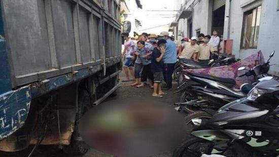 Bình Dương: Ngã ra đường, người đàn ông bất ngờ bị xe tang lễ đi phía sau cán trúng tử vong - Ảnh 2