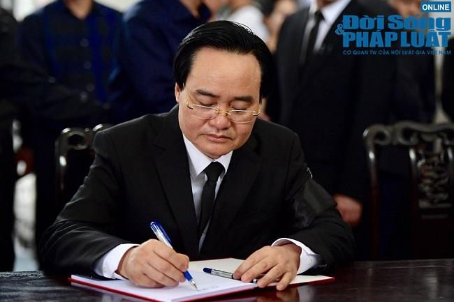 Dòng người tới viếng Thứ trưởng bộ GD-ĐT Lê Hải An  - Ảnh 5