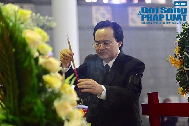 Dòng người tới viếng Thứ trưởng bộ GD-ĐT Lê Hải An  - Ảnh 4