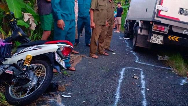 Tin tức tai nạn giao thông mới nhất hôm nay 22/10/2019: Xe máy tông ôtô, 2 học sinh tử vong tại chỗ - Ảnh 4