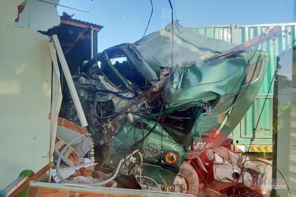 Tin tức tai nạn giao thông mới nhất hôm nay 22/10/2019: Xe máy tông ôtô, 2 học sinh tử vong tại chỗ - Ảnh 2