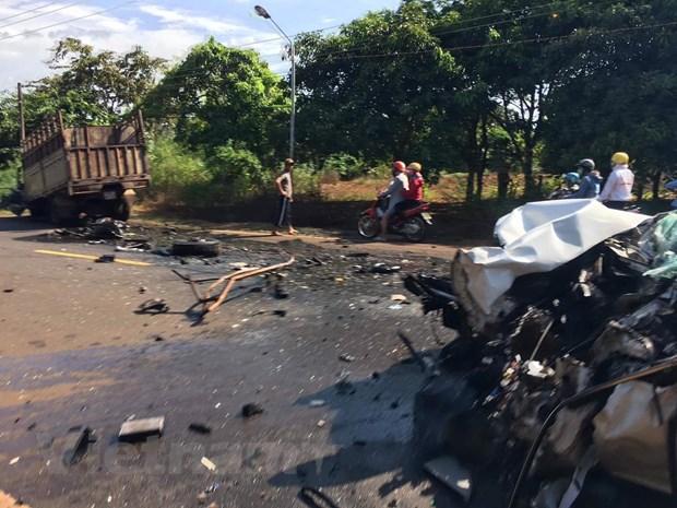 Bình Phước: Xe rước dâu tông trực diện xe tải, 2 người nguy kịch - Ảnh 2
