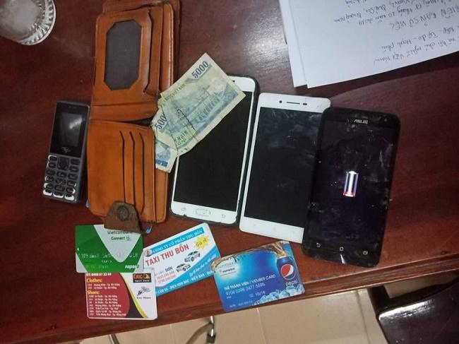 Quảng Nam: Đội CSGT truy đuổi, tóm gọn 2 đội tượng cướp giật tài sản của người đi đường - Ảnh 2