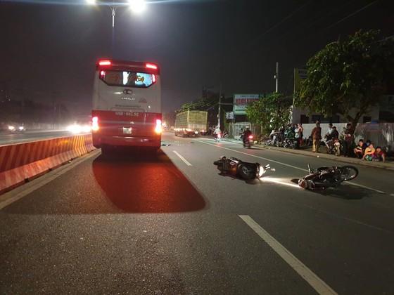TP.HCM: Va chạm xe đầu kéo, bố mẹ tử vong tại chỗ, con gái 4 tuổi nguy kịch - Ảnh 2