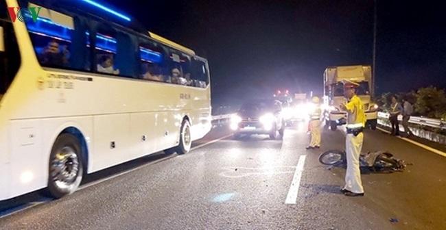 Tin tức tai nạn giao thông mới nhất hôm nay 24/10/2019: Xe máy tông xe tải, 2 học sinh thương vong - Ảnh 2