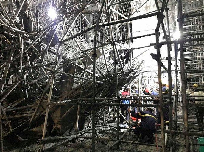 Vụ sập giàn giáo khiến 5 công nhân bị thương: Đình chỉ công trình phục vụ điều tra - Ảnh 1