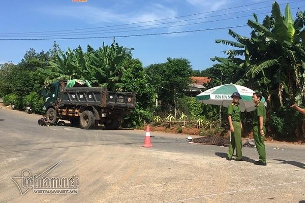 Tin tức tai nạn giao thông mới nhất hôm nay 25/10/2019: Nữ sinh Quảng Trị bị xe tải cán tử vong - Ảnh 1