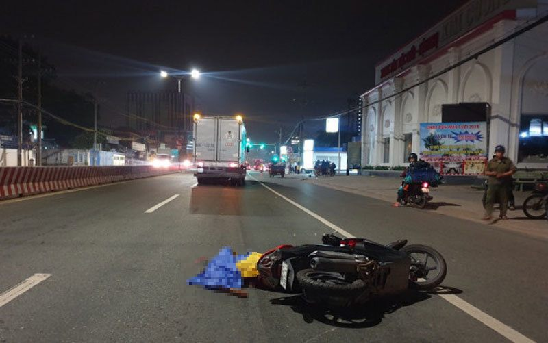Tin tức tai nạn giao thông mới nhất hôm nay 25/10/2019: Nữ sinh Quảng Trị bị xe tải cán tử vong - Ảnh 2