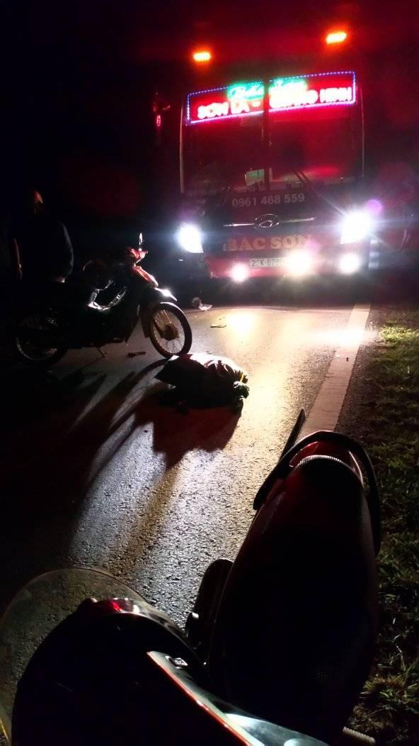 Tin tức tai nạn giao thông mới nhất hôm nay 26/10/2019: Húc đuôi xe tải, tài xế ô tô tử vong tại chỗ - Ảnh 2