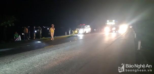 Tin tức tai nạn giao thông mới nhất hôm nay 28/10/2019: Ôtô Ford tông dải phân cách lật nhào - Ảnh 3