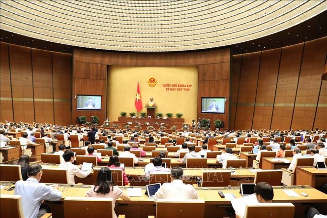 Quốc hội thảo luận về dự án Luật Xuất cảnh, nhập cảnh của công dân Việt Nam - Ảnh 1