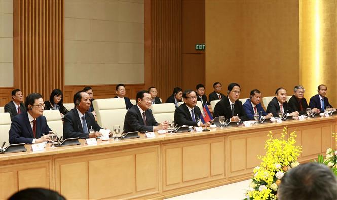 Thủ tướng Nguyễn Xuân Phúc và Thủ tướng Campuchia hội đàm và chứng kiến Lễ ký các văn kiện hợp tác - Ảnh 6