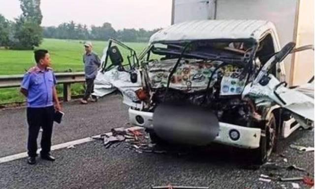 Thanh Hóa: Container tông xe máy làm 2 người thương vong lúc rạng sáng - Ảnh 2