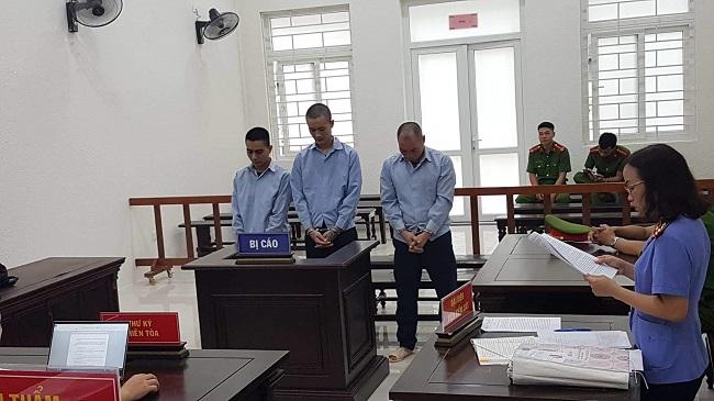 Tuyên án nhóm đối tượng giam giữ, ép be gái viết giấy vay nợ - Ảnh 1