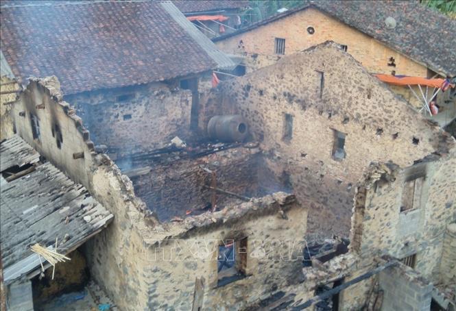 Cao Bằng: Phóng hỏa, đốt nhà hàng xóm vì nghi bị bỏ bùa ngải - Ảnh 1