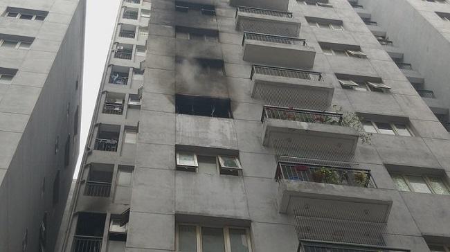 Hà Nội: Cháy lớn tại căn hộ tầng 6 chung cư, người dân bỏ chạy tán loạn - Ảnh 3