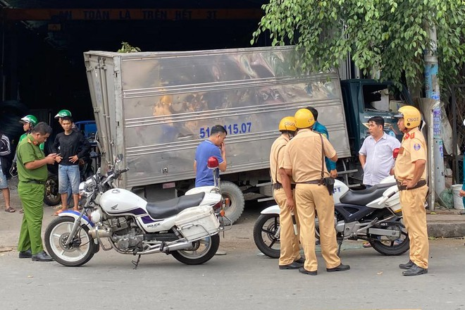 Vụ trộm xe tải rồi gây tai nạn liên hoàn: Xác minh thông tin nghi phạm bị tâm thần - Ảnh 1