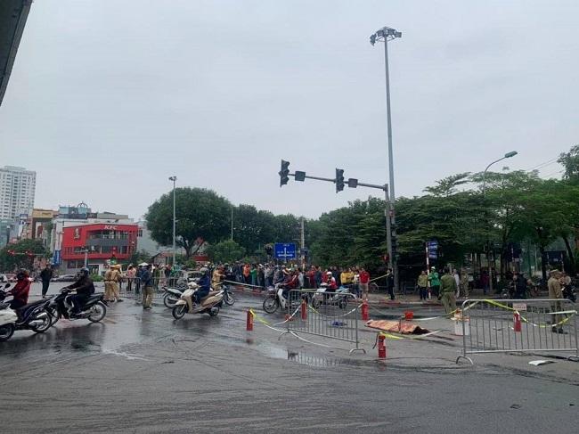 Hiện trường xe Mercedes bốc cháy sau tai nạn liên hoàn, 1 người tử vong tại chỗ - Ảnh 4